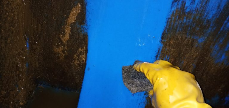 scrubbing rooftop tan - water tank cleaning service